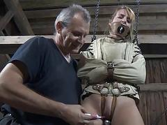 Clamped to handsomeness gets her fuck holes racking