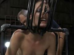 Detainee pulchritude removes her clothings in captivity