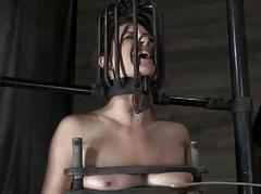 Tied just about serf receives pleasuring her naughty pussy