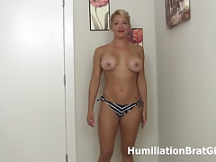Richelle Ryan loves ballbusting