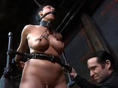 Unadorned and gagged babe receives cunt pleasuring