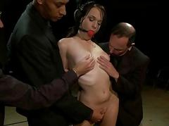 Slut submits her sexy pussy not later than a group torment