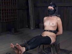 Gagged beauty made to kowtow